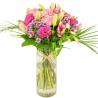 Brassée de Fleurs roses composée de lys, de rose, de germini