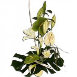 composition florale de fleurs blanche et verte innocence